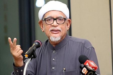 Mahathir calls PAS president a 'kafir' for working with Umno