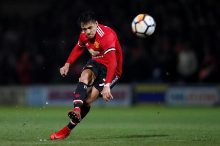 Sanchez stars on Man United debut