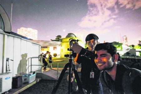 'Super blood blue moon' entrances Singaporeans