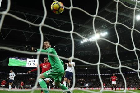 Manchester United's Marouane Fellaini undergoes knee surgery