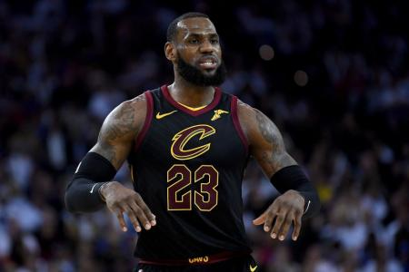 LeBron says Warriors link is 'nonsense'