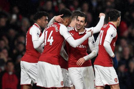 Ramsey hat-trick helps Arsenal thrash Everton