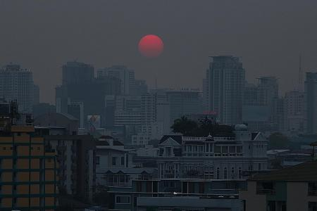 Bangkok smog hits dangerous levels, kids asked to stay indoors