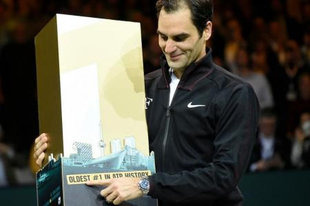 Federer turns back the time to regain top spot