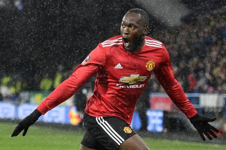 Lukaku scores double to send Man United into FA Cup q-finals