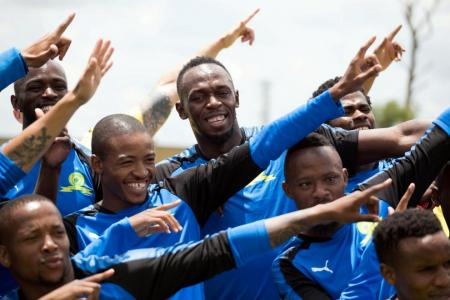 Bolt to play in charity football match at Old Trafford