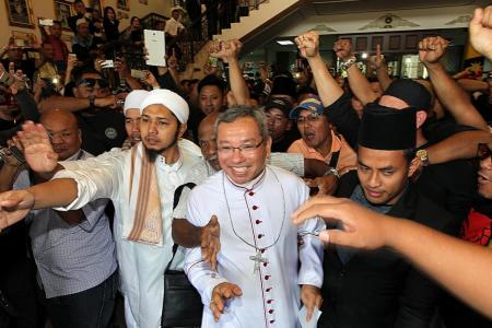 Show of religious camaraderie outside Kuching court