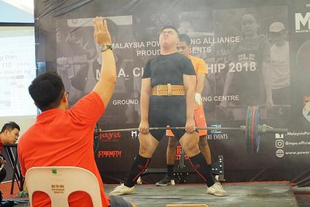 16-year-old breaks three world records in powerlifting