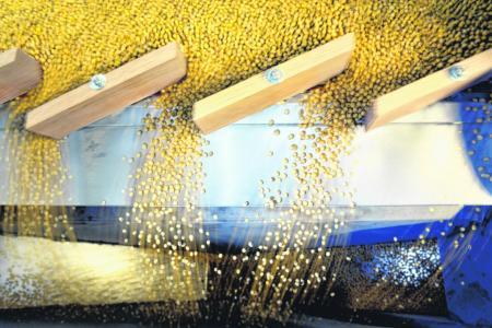 China retaliates, slaps duties on US soybeans, planes, cars