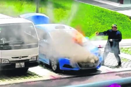 Brave passers-by jump in to fight taxi fire in Bukit Batok