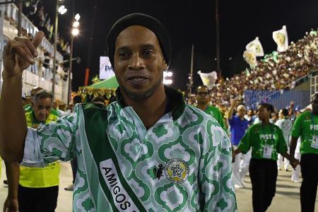 Ronaldinho tips Barca to win Champions League