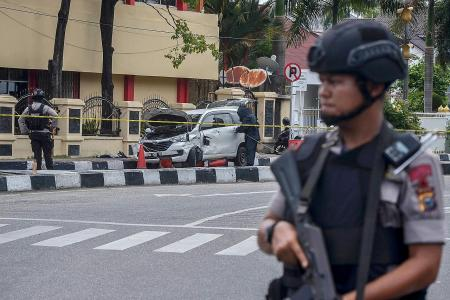 Indonesia cops shoot dead 4 men after attack on Riau police HQ