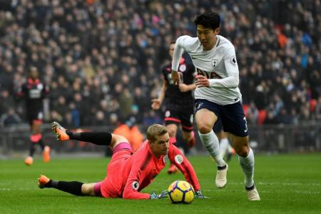 Spurs' Son, Lamela sign contract extensions