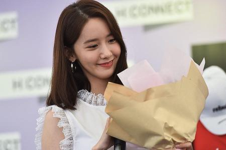 Yoona makes first appearance in Singapore on her own