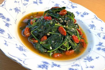 Stir-fried wolfberry leaves