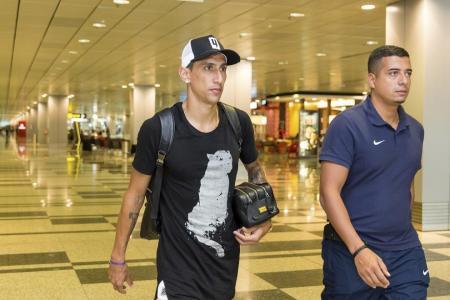 PSG's di Maria arrives in Singapore