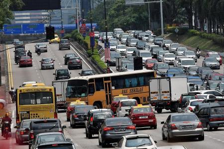 JB blackout: Singaporean family walks across Causeway to get home