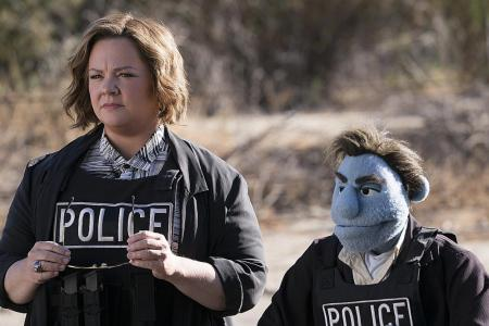 Melissa McCarthy fights puppet in hot tub for The Happytime Murders