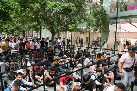 Fans fly to Singapore for new iPhones