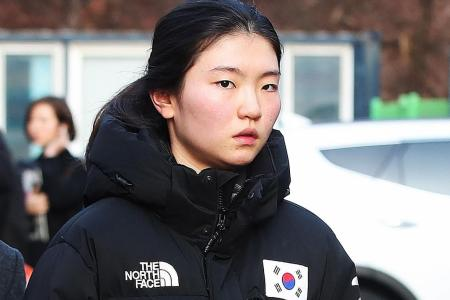 S.Korean Olympic champion: He broke my fingers with ice hockey stick