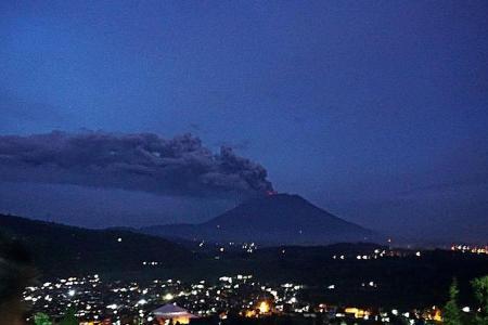 Bali's Mount Agung erupts again