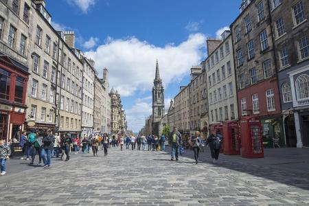How to make the most out of an Edinburgh overnighter