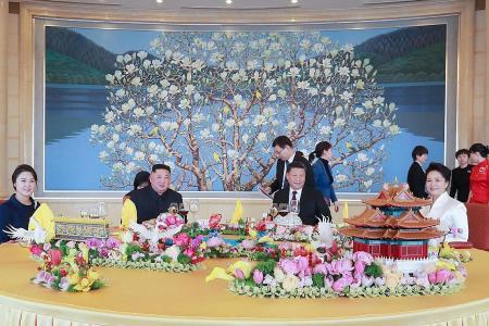 China's Xi hopes US, N. Korea 'will meet halfway'