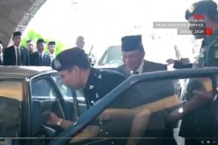 Johor MB stopped from getting into car with King, PM, clip goes viral