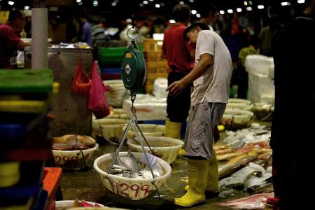 Bad weather leads to rise in  fish prices ahead of CNY