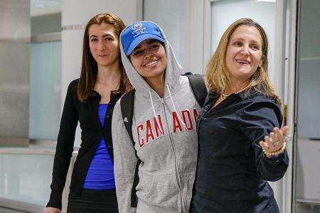 Rahaf al-Qunun: Saudi teen refugee arrives in Canada