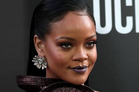 Rihanna sues dad over Fenty brand name