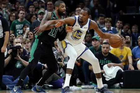Durant sizzles as Warriors extend winning streak to 10