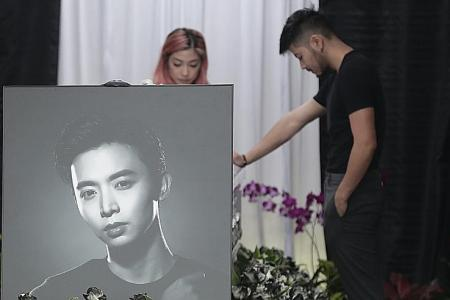 Fans and friends pay tribute to late actor Pang