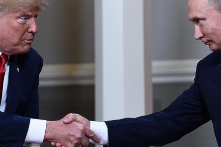 Ex-US spies warn of danger of conflict between Trump and intel chiefs