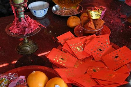 Woman caught red handed swiping hundreds of hongbao at temple