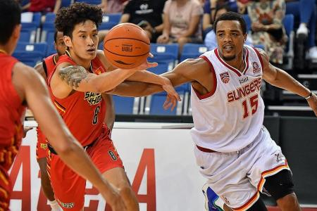 Slingers hold on to beat the Heat