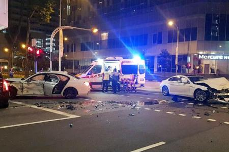 Three hurt in three-vehicle accident at traffic junction