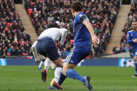 Pochettino praises Spurs, blasts referee