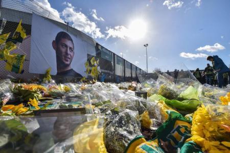 Warnock calls off Tenerife trip to mourn Sala