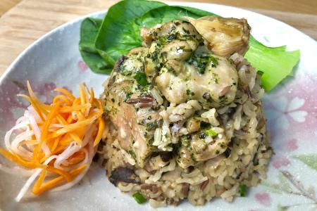 One-pot dish of coriander chicken and mushroom brown rice