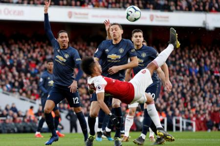 Arsenal inflict first domestic defeat on Solskjaer's United