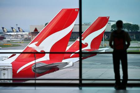 Qantas forecasts record annual revenue