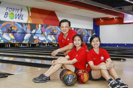 Coach's use of sign language and technology helps deaf bowlers win