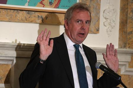 UK Ambassador to US quits after spat over leaked memos