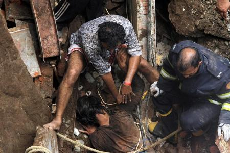 At least 4 dead, dozens trapped in Mumbai building collapse