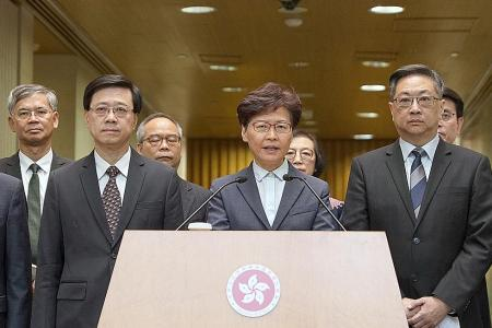 HK police criticised over failure to stop attacks on protesters