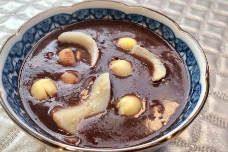 Celebrate Singapore's sweet successes with red bean dessert soup