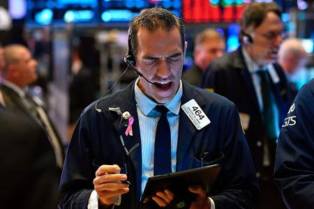 US stocks rise on strong retail sales data