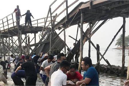 18 S'poreans hurt in Batam bridge collapse