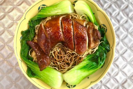 Fragrant soya sauce chicken noodles